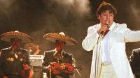 Juan Gabriel – Abrázame Muy Fuerte (En Vivo/2013)