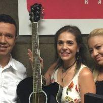 Feliz, así se encontraba nuestra afortunada ganadora cuando recibió su premio de la mano de La Voz de Colombia Bésame.