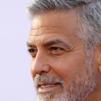 George Clooney sufre accidente de moto en Cerdeña