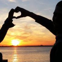 15 frases de amor y amistad en la música romántica