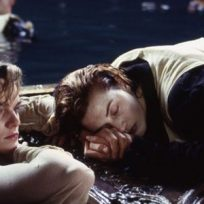 esta_oscura_teoria_sobre_titanic_podria_explicar_por_que_rose_no_dejo_subir_a_jack_a_la_tabla_
