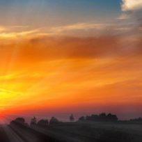 Dios quiere salvarnos, por eso cada mañana siempre está con nosotros. Es fácil leer las instrucciones de la biblia, pero ponerlas en prácticas es la invitación que diariamente nos hace Dios.