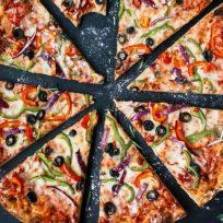 empresa-busca-personas-expertas-para-catar-pizzas