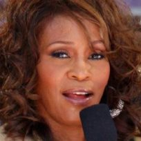 antigua-biblia-de-whitney-houston-esta-la-venta-por-95-000-dolares