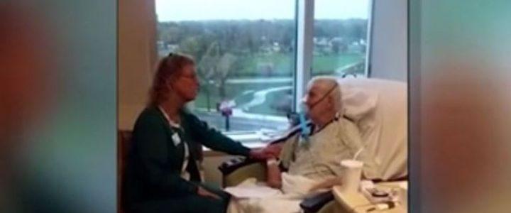 enfermera-le-canta-sus-pacientes-en-sus-tratamientos