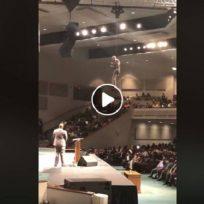 volando-la-entrada-triunfal-de-pastor-en-una-iglesia