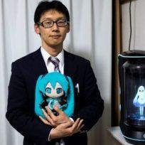 el-hombre-japones-que-se-caso-con-un-holograma