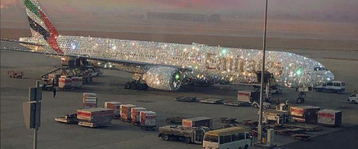 este-es-el-extravagante-avion-cubierto-de-diamantes