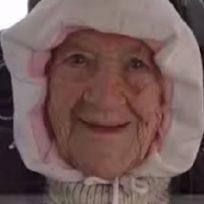 mujer-de-102-anos-rompe-record-al-saltar-en-paracaidas