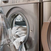 ya-esta-a-la-venta-la-maquina-que-lava-seca-plancha-y-perfuma-en-4-segundos