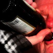 por-borracho-lo-amarraron-en-el-avion-viral-tendencias-alcohol