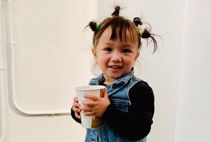 nina-de-2-anos-se-convirtio-en-una-famosa-pintora