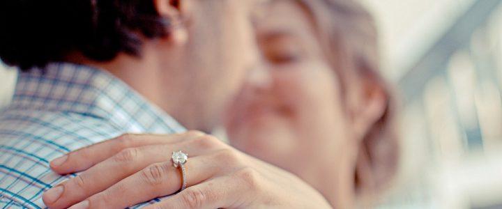 que-romantico-espero-su-novia-en-terminal-de-buses-para-pedirle-matrimonio