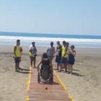 instalan-rampas-en-jaco-para-que-personas-discapacitadas-puedan-ingresar-al-mar