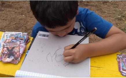 nino-de-7-anos-vende-dibujos-de-dragon-ball-para-poder-ir-la-escuela
