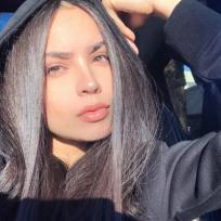 La actriz de raíces colombianas que triunfa en Disney