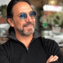 Marco Antonio Solís lanza canción junto a sus hijas