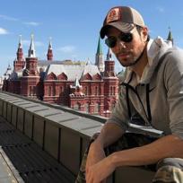 Enrique Iglesias, un papá primerizo con una larga relación
