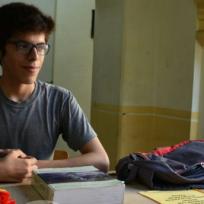 axel-el-joven-que-da-clases-de-matematica-gratis-en-un-parque