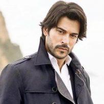 el-actor-turco-burak-ozcivit-es-conocido-como-el-hombre-perfecto