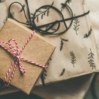 conoce-como-envolver-un-regalo-para-navidad-con-poco-papel