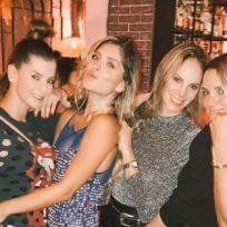 Carolina Cruz sacó sus dotes de bailarina en el cumpleaños de Laura Tobón
