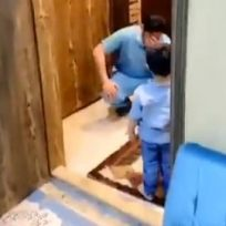 Doctor evitó un abrazo de su hijo y este rompió en llanto