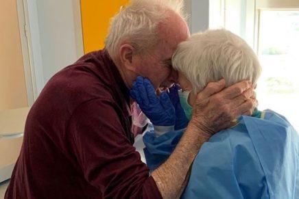 Pareja de ancianos italianos se reencuentra luego de superar el coronavirus
