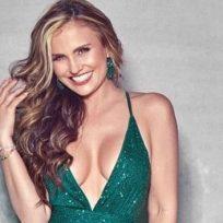 Aura Cristina Geithner canta en su baño y con poca ropa 'Así no te amará jamás'