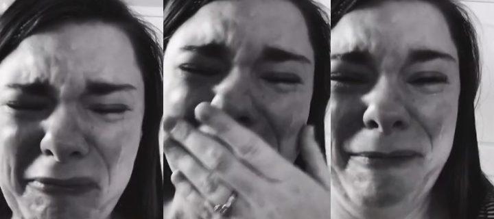 Mujer rompe en llanto al darse cuenta que solo una persona fue al cumpleaños de su hijo con Síndrome de Down