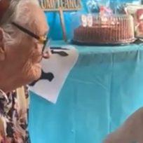 """Como en la película 'Coco': Niño le canta a su abuela """"Recuérdame"""" y conmueve a miles de usuarios"""