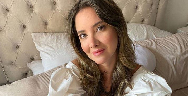 Llena de emoción y felicidad, Daniella Álvarez compartió un video moviendo su pierna derecha