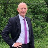 Mark Bryan: el ingeniero que usa falda y tacones para romper los estereotipos