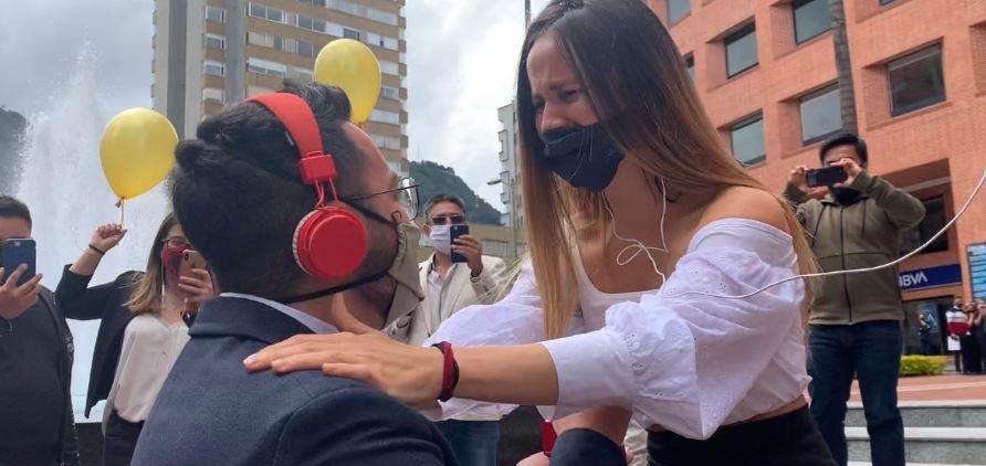 Con la ayuda del equipo de W Radio, el futuro esposo de una periodista le pidió matrimonio