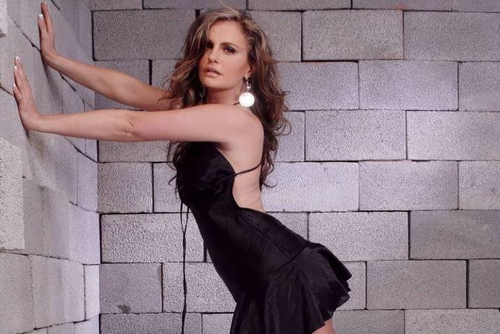 Aura Cristina Geithner por poco muestra de más en sensual video en lencería