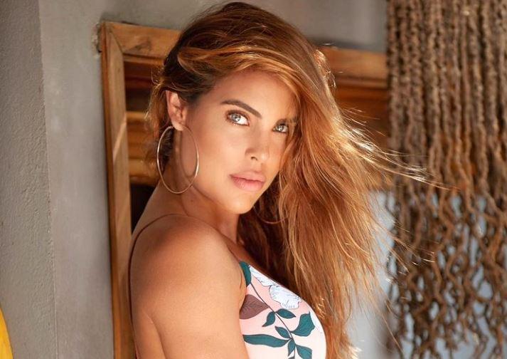 Sara Corrales por poco muestra de más en sensual foto en mini tanga
