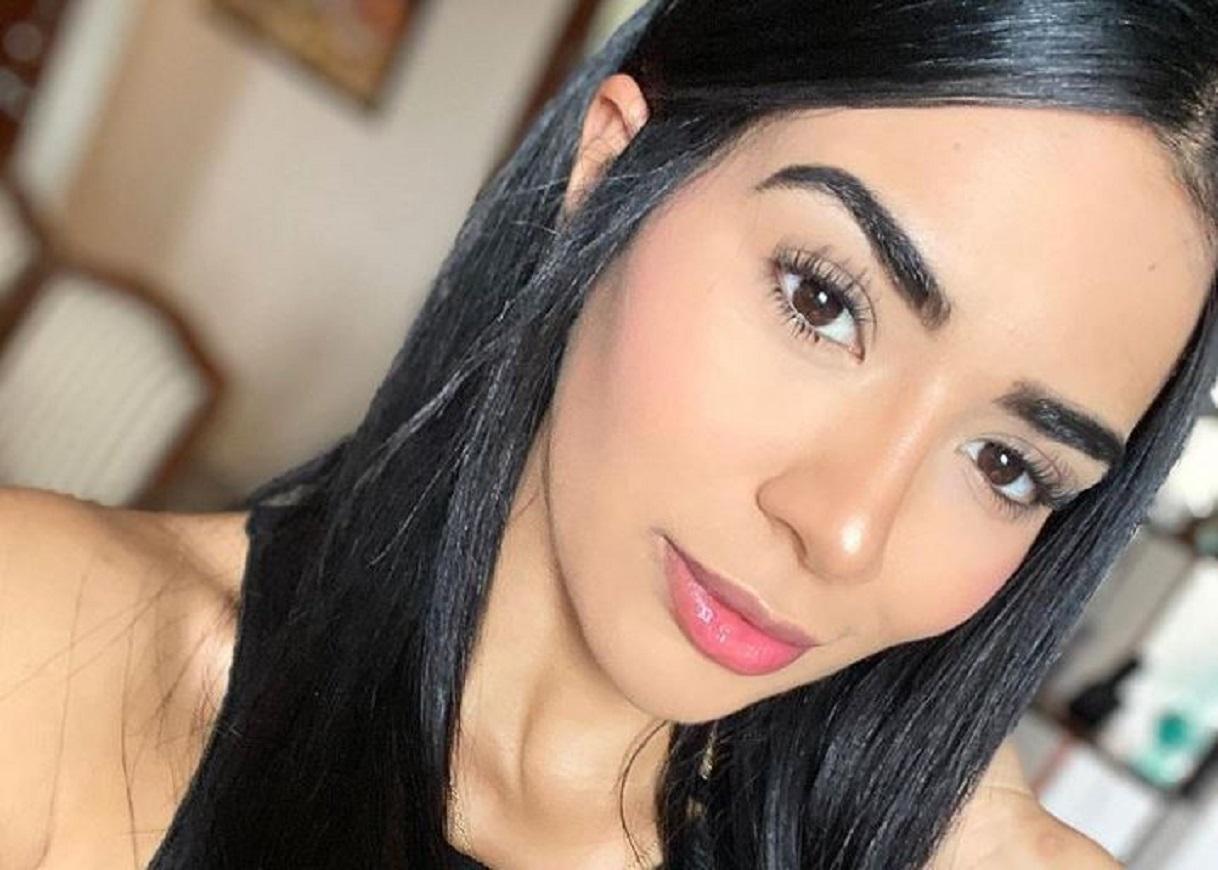 Daniela Cortés posó de espaldas y dejó al descubierto sus enormes pompis