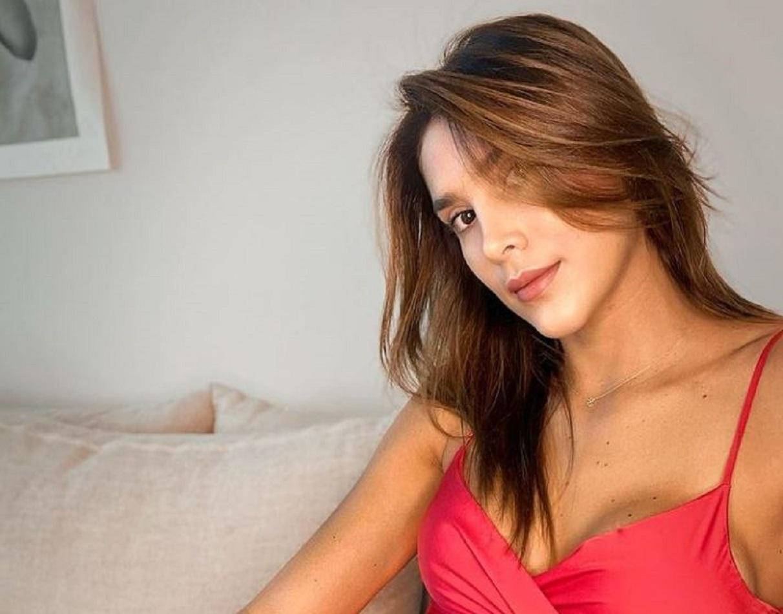 A Daniela Ospina se le arrugó la tanga en sensual foto y por poco muestra su entrepierna