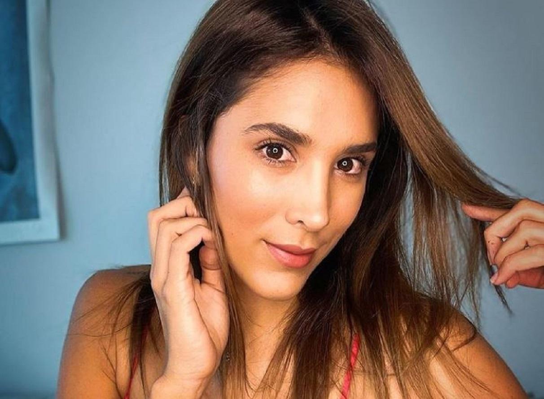 """A Daniela Ospina se le arrugó el traje de baño y dejó al descubierto las """"imperfecciones"""" de su entrepierna"""