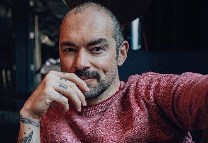 """Santiago Cruz causó revuelo en redes al revelar la verdadera letra de la canción """"Y si te quedas ¿qué?"""""""