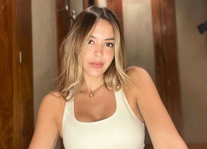 Shannon de Lima posó en mini bikini y por poco muestra de más