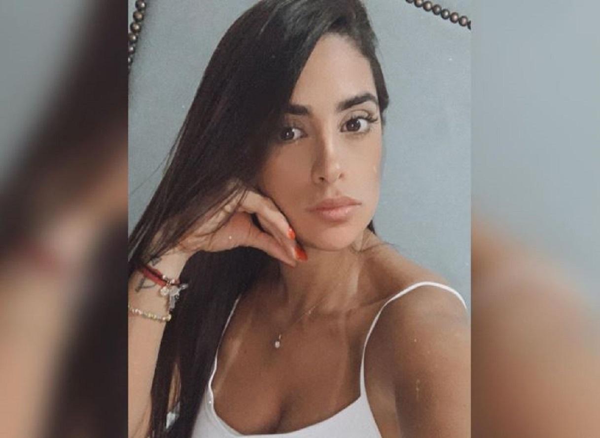 Alejandra Isaza, la Dj de 'Tu voz estéreo', calentó las redes al posar en mini tanga y sin sostén