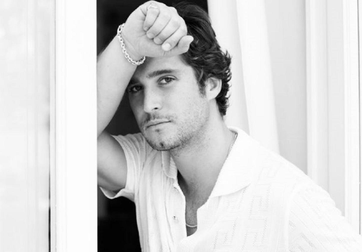 """""""Cuanta perfección"""", le dicen a Diego Boneta por publicar una foto posando muy sensual"""