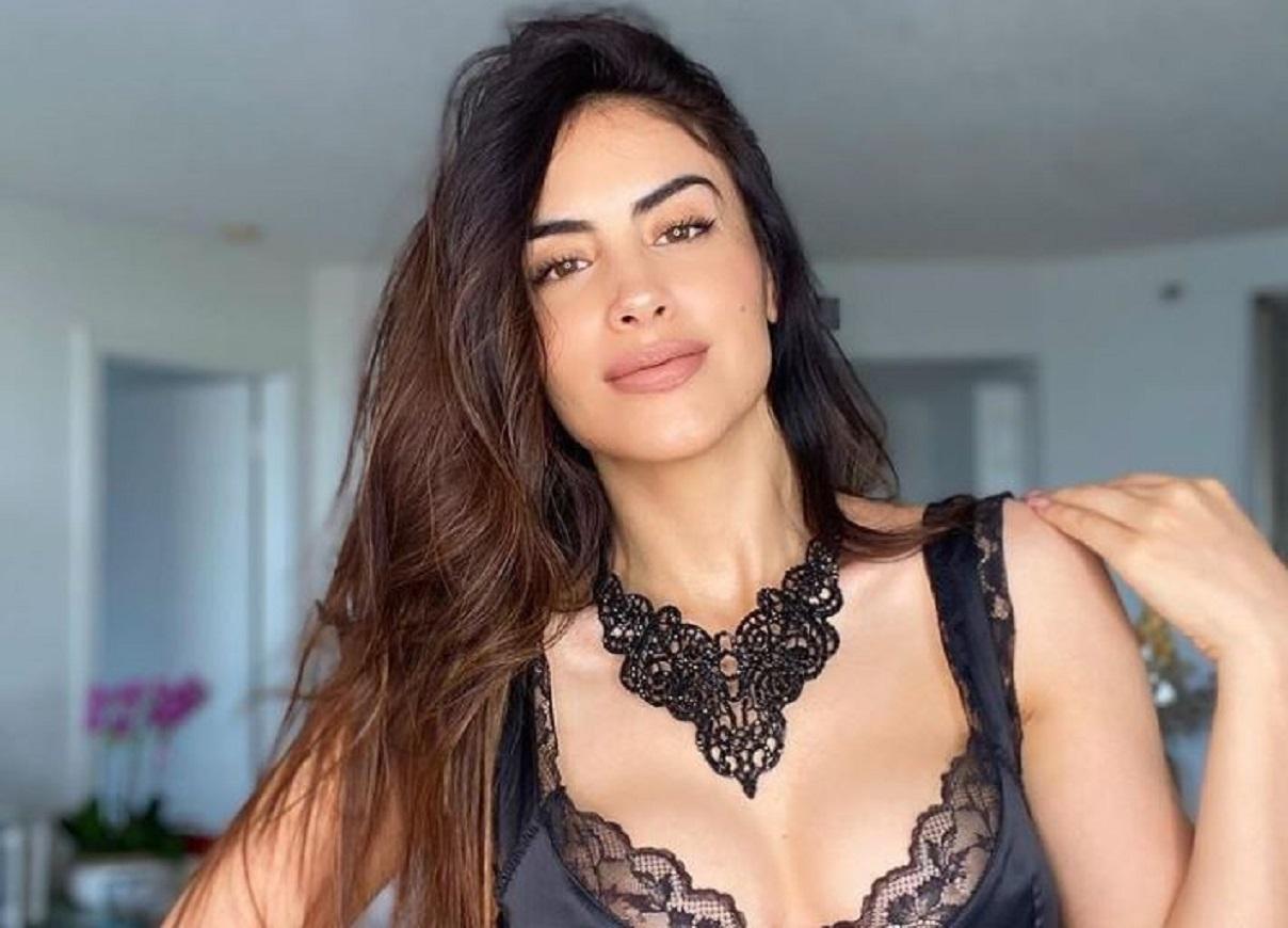 Jessica Cediel encendió las redes al posar en ropa interior y recostada en la cama