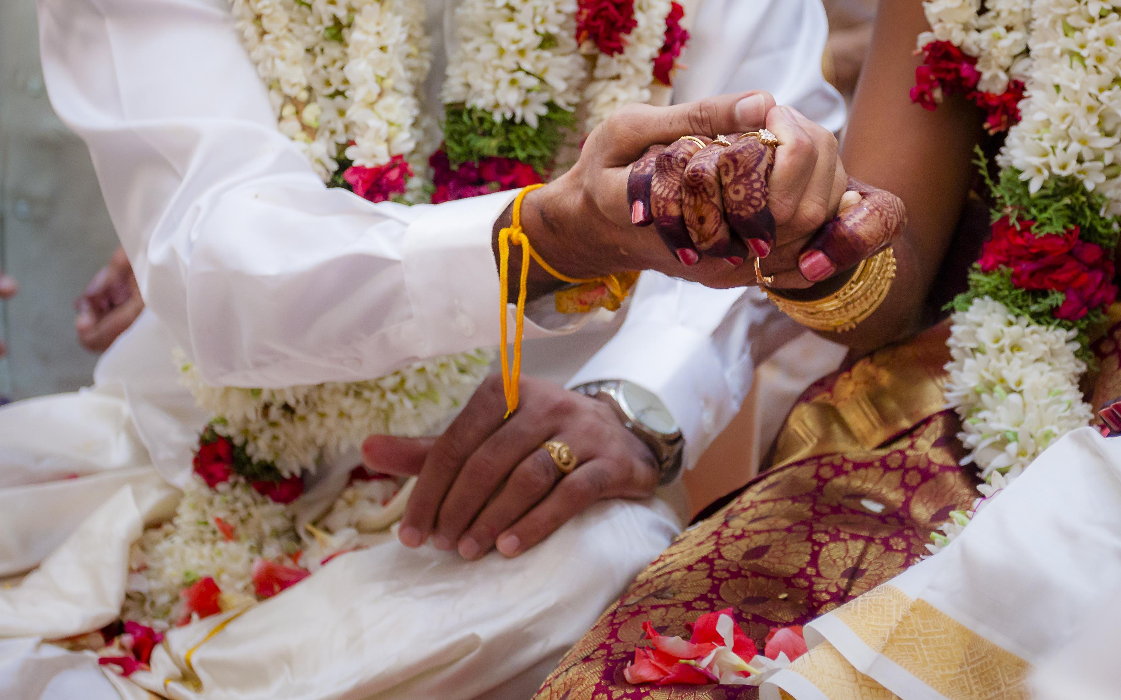 Mujer fallece durante su boda y el novio se casa con la hermana el mismo día